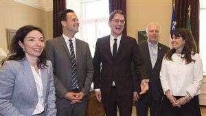 Les candidats à la direction de du PQ : Martine Ouellet, Alexandre Cloutier, Jean-François Lisee et Veronique Hivon. Au centre, le chef du parti par intérim, Sylvain Gaudreault.