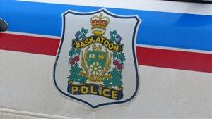 Un vol à main armée est survenu dans un commerce à Saskatoon tôt samedi matin.