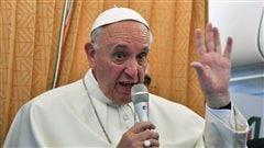 L'Église devrait demander pardon aux homosexuels, dit le pape