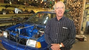 Denis Carrier et sa voiture électrique