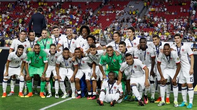 L'équipe de la Colombie avec la médaille de bronze