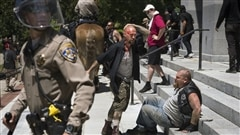 Une manifestation de l'extrême droite tourne à l'affrontement en Californie