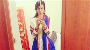 Avi Cheema a eu droit à des regards hostiles lorsqu'elle est sortie avec cette robe traditionnelle indienne dans un bar de Saint-Jean, T.-N.-L.