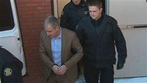 Denis Oland est emmené en prison