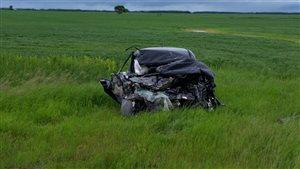Une femme de 29 ans est morte lorsque sa voiture a été happée par un camion dimanche près de Lorette.