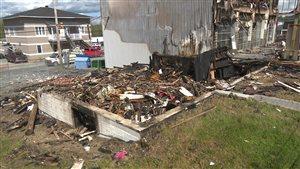 Débris d'un immeuble à logements qui brûlé à Rouyn-Noranda