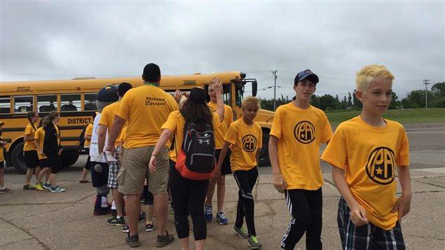 La délégation de la Péninsule acadienne des Jeux de l'Acadie arrive à Caraquet.