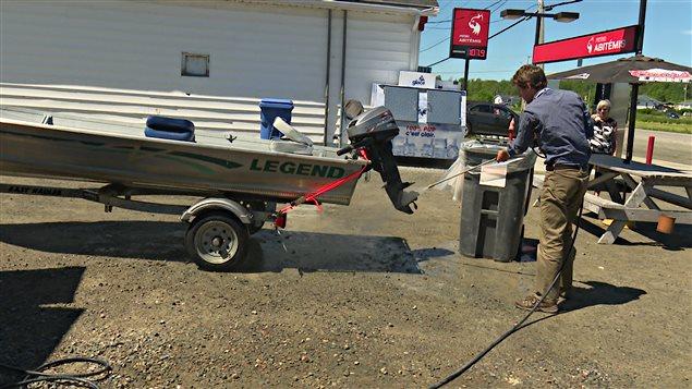 Station mobile de lavage de bateau