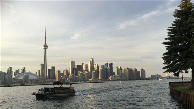Le centre-ville de Toronto vu de la Pointe Hanlan au Parc des îles