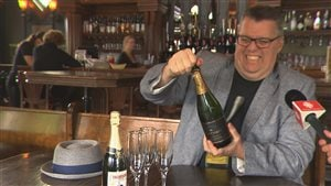 Louis Champagne présentera son premier spectacle d'humour, Champagne pour tous!, au Vieux-Clocher de Magog le 5 juillet prochain.