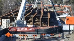 Quatre poutres sur le site de construction du pont de la 102e Avenue à Edmonton ont fléchi en mars 2015.