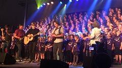 400 enfants en choeur pour lancer le 34e Festival en chanson de Petite-Vallée