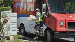 Postes Canada : le syndicat reporte ses moyens de pression