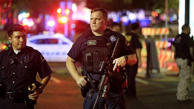 Le quartier général de la police bouclé après une menace — Dallas