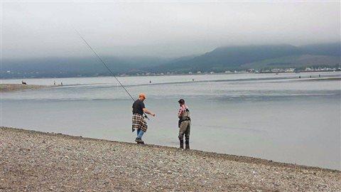 Des pêcheurs prennent part au Bar Fest