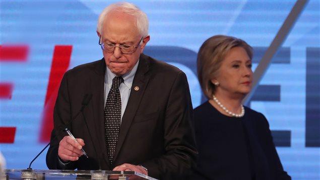 Etats-Unis: Clinton et Sanders rassemblés lors d'un meeting