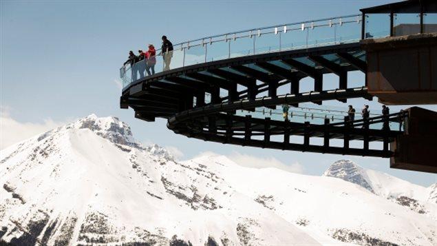 Le Glacier Skywalk, une attraction touristique privée dans le parc national Banff.