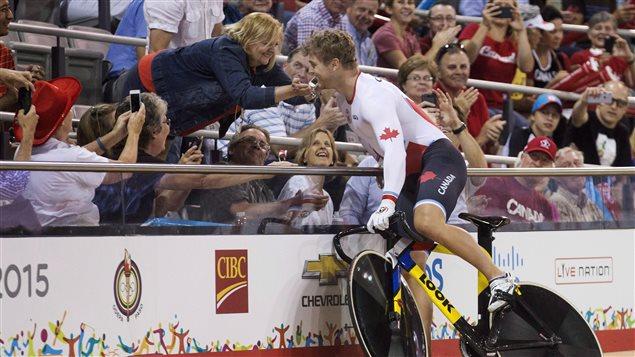 Hugo Barrette et sa mère aux Jeux panaméricains de Toronto, en 2015