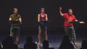 Les comédiens Lucien Bergeron, Jocelyn Lebeau et Tommy Lavallée pendant la pièce
