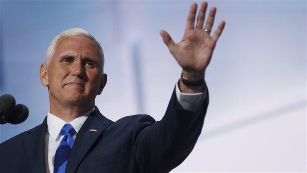 Le  gouverneur de l'Indiana et candidat républicain à la vice-présidence, Mike Pence, lors de la convention républicaine à Cleveland.
