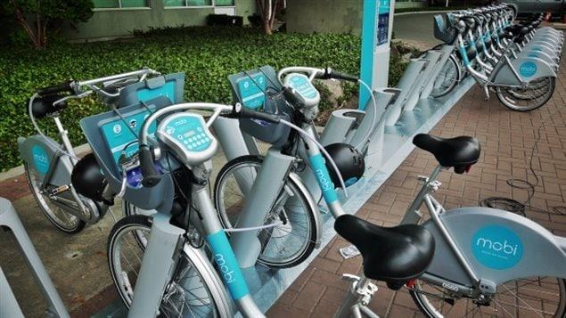Des vélos Mobi prêts à la location à Vancouver.