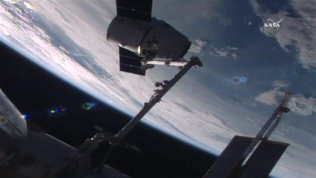 Amarrage de la capsule Dragon à la SSI