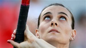 La championne du saut à la perche Yelena Isinbayeva participe à une compétition en Russie, en juin 2016.