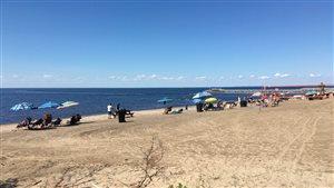 Une plage en bordure du lac Saint-Jean