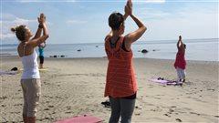 Une séance de yoga au coeur du fleuve à Baie-Comeau
