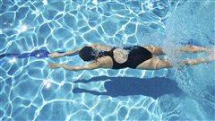 Nager dans la piscine: une manière de prendre soin de soi