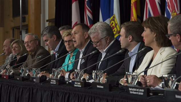 Les premiers ministres des provinces et des territoires en conférence de presse à Whitehorse, au Yukon
