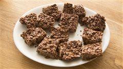 Une recette de carrés au flocons de maïs et au chocolat