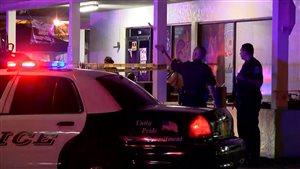 Des policiers de Fort Myers sur les lieux de la fusillade