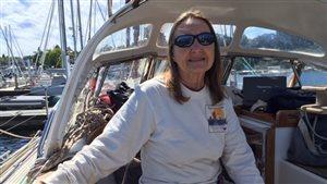 À 74 ans, Jeanne Socrate espère devenir la plus vieille personne de l'histoire à accomplir le tour du monde, seule, en voilier.