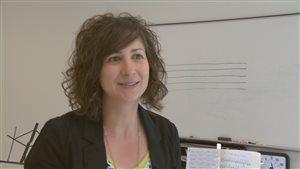 Nadia Bérubé enseigne le violon en français à Fredericton, N.-B.