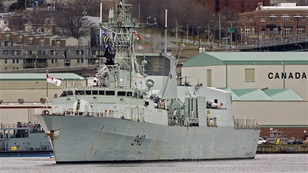 Le HMCS St. John's, au port d'Halifax