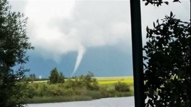 Une faible tornade touche le sol à Russell au Manitoba - ICI.Radio-Canada.ca