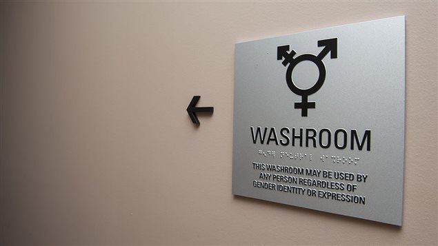 Une toilette unisexe.
