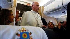 Le pape François s'est adressé aux journalistes dans l'avion l'amenant en Pologne.