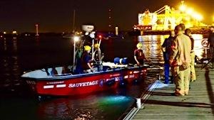 Une équipe de sauvetage a été déployée après un présumé accident au Port de Montréal.