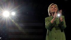 Hillary seule devant le but...