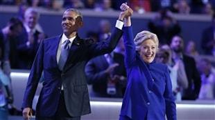 La candidate démocrate Hillary Clinton est venue rejoindre le président américain Barack Obama, à la fin de son discours devant la convention du Parti démocrate.