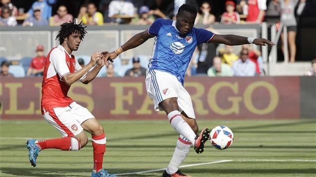 Didier Drogba (droite)