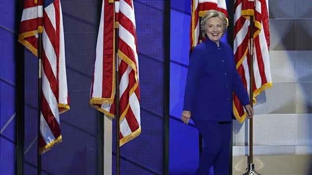 Au troisième soir de la convention démocrate, la candidate Hillary Clinton est venue rejoindre sur la scène le président américain Barack Obama.