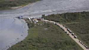 Des barrages flottants sur la rivière Saskatchewan Nord.