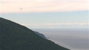 Mont-Saint-Pierre occupe une place spéciale dans le coeur des adeptes de deltaplane et de parapente.