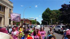 Un défilé de la fierté anime Charlottetown