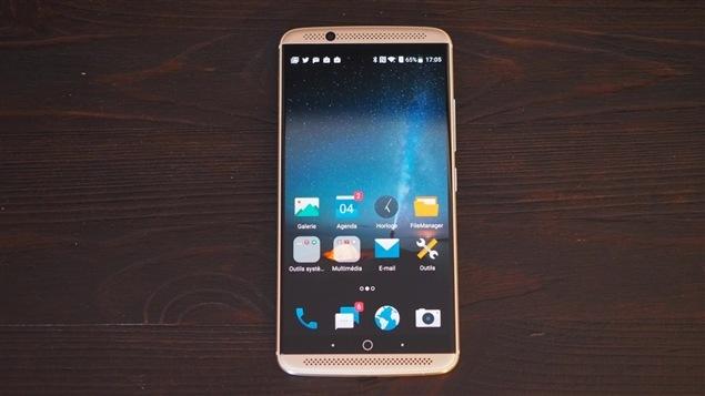 Le téléphone Android ZTE Axon 7.