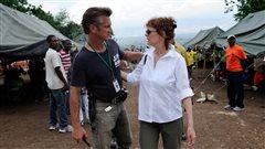 Sean Penn salué à Toronto pour son engagement humanitaire