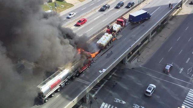 Incendie sur l'autoroute métropolitaine